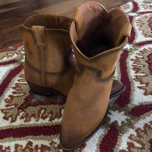 FRYE ALL LEATHER BOOTIE.  NWOT